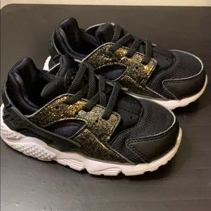 Toddler girl Nike Huarache Black size 8